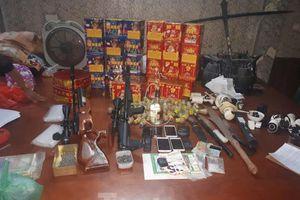 Lập boong ke kiên cố, tàng trữ nhiều súng đạn, vũ khí để buôn ma túy