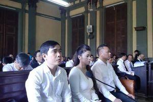 Vì sao bà Lê Hoàng Diệp Thảo yêu cầu tòa xử công khai vụ ly hôn?