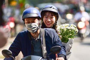 Dạo quanh Hà Nội ngắm 'họa mi' dịu dàng xuống phố