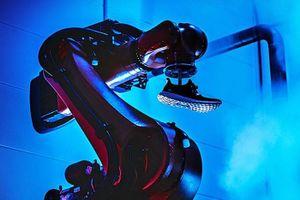 Adidas đóng cửa hai nhà máy sản xuất bằng robot