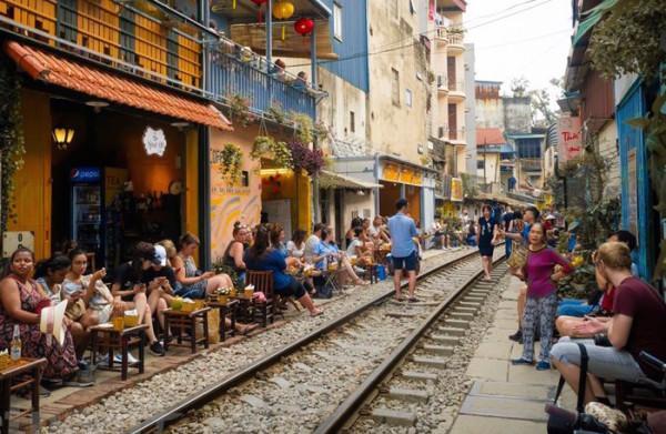 Phố cà phê Chắn 5 Trần Phú: nên 'quản' hay 'cấm'?