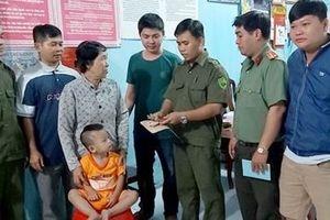 Trao trả bé trai 26 tháng tuổi bị lạc về cho người thân