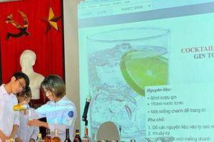 Sinh viên tham gia tập huấn nâng cao nghiệp vụ khách sạn nhà hàng