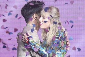 MC Trung Quốc đăng ảnh chụp cùng Taylor Swift sau sự cố đụng chạm