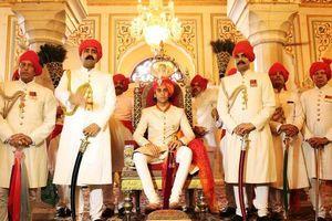 Cuộc sống xa xỉ của vị vua 21 tuổi tại Ấn Độ