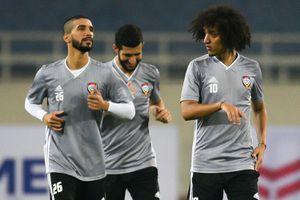 Đội UAE làm quen sân Mỹ Đình khi Hà Nội có sương mù