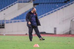 Trước trận gặp UAE, thầy Park gây chú ý với hành động đặc biệt ở Mỹ Đình