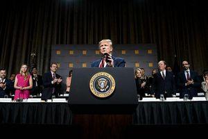 Trump dọa tăng thuế mạnh tay với Trung Quốc