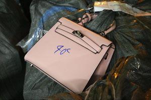 Phát hiện nhiều sản phẩm nghi giả nhãn hiệu Dior, Hermes, LV