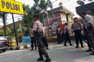 Đánh bom liều chết bên ngoài đồn cảnh sát ở Indonesia