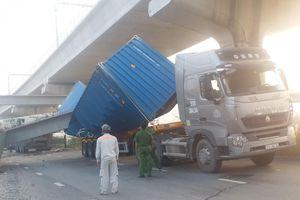Tin mới vụ xe container kéo sập dầm cầu bộ hành ở TP. HCM
