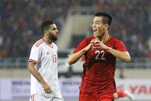 Xuất sắc hạ UAE, Việt Nam vượt Thái Lan để dẫn đầu bảng G