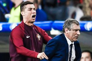 HLV Bồ Đào Nha khó chịu khi bị hỏi về Ronaldo