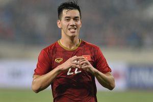 Việt Nam lên đầu bảng sau trận thắng UAE