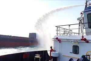 Tàu chở 4.700 tấn thép phế liệu bốc cháy