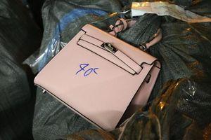 Thu giữ hơn 1.000 túi xách nhái Dior, Hermes, LV… bán 40 nghìn đồng/chiếc