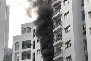 Hà Nội: Cháy lớn tại căn hộ tầng 6 chung cư, người dân bỏ chạy tán loạn