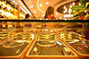 Giá vàng trong nước tiếp tục giảm, giữ ở mức thấp