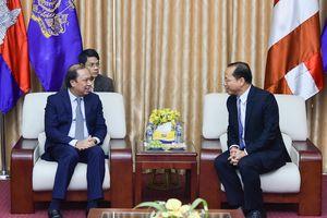 Thứ trưởng Ngoại giao Nguyễn Quốc Dũng chúc mừng Quốc khánh Campuchia