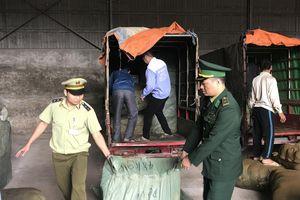 Lạng Sơn: Xe ba bánh gắn logo thương binh chở hàng lậu