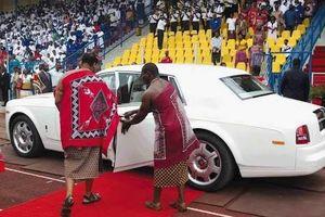 Nhà vua sắm 19 siêu xe Rolls Royce tặng cho các bà vợ