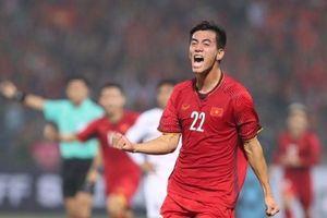 Thắng UAE sau 12 năm, Việt Nam vượt qua Thái Lan giành ngôi đầu bảng G