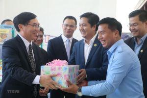 Việt Nam tặng 500 đầu sách cho Thư viện tỉnh Kampong Speu