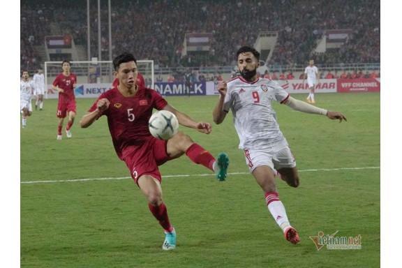 Thắng UAE 1-0, Việt Nam vươn lên đứng đầu bảng G