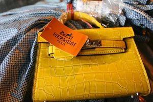 Thu giữ hơn 1000 sản phẩm giả nhãn hiệu Dior, Hermes, LV giá gốc chỉ 30.000 đồng
