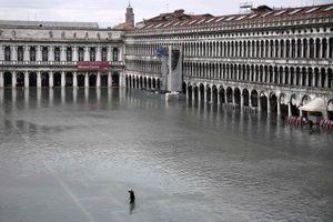 Venice 'thất thủ' do triều cường, Italy ban bố tình trạng khẩn cấp