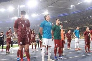Các cầu thủ Thái Lan xin lỗi người hâm mộ sau trận thua Malaysia
