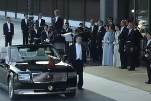 Toyota Century mui trần xuất hiện trong lễ đăng quang của tân Nhật hoàng