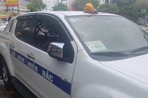 Tạm giữ ô tô mang logo 'An ninh Miền Bắc' gắn đèn ưu tiên lùi ngược chiều tại Cần Thơ