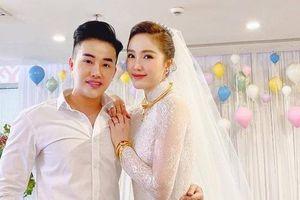 Bảo Thy đeo nhiều vòng vàng, kim cương trong lễ cưới