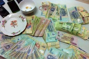 Khởi tố 12 đối tượng liên quan vụ đánh bạc, cướp tài sản