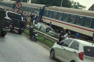 Tàu hỏa tông lật xe con, nữ tài xế tử vong tại chỗ