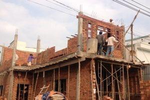 Hóc Môn đề nghị phong tỏa bất động sản vi phạm xây dựng