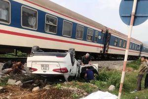 Tàu hỏa đâm xe hơi, một phụ nữ tử vong