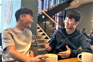 Minh Vương cười tươi khi gặp Xuân Trường ở Hàn Quốc