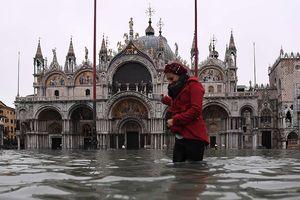 Đê chắn lũ 16 năm không xây xong, ngập lụt tràn vào trái tim Italy