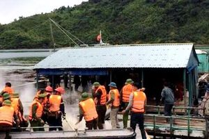 Cưỡng chế nuôi thủy sản trái phép, nhiều cán bộ bị ném bom xăng