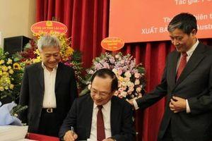Ra mắt sách về thành phố thông minh của Thượng tướng Nguyễn Văn Thành