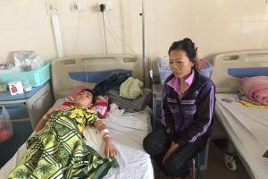 Góa chồng lúc mang thai 6 tháng, người phụ nữ xin ăn khắp bệnh viện nuôi con ung thư não