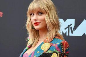 Taylor Swift kêu cứu vì không được phép hát các bản hit của mình tại American Music Awards