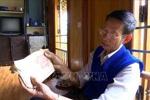 Dành trọn cuộc đời gìn giữ, trao truyền chữ Thái cổ