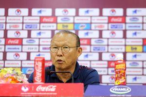 HLV Park Hang-seo trả lời rất khôn ngoan câu hỏi của phóng viên UAE về chiếc thẻ đỏ