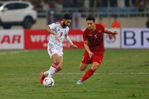 Văn Hậu đã khiến người hâm mộ phải lo lắng trong trận gặp UAE