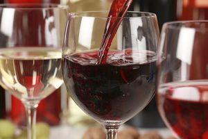 5 người chết sau khi uống rượu trong đám cưới