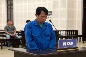 Bị nhắc nhở mang nhầm dép, gã trai ở Đà Nẵng rút dao đâm 2 người