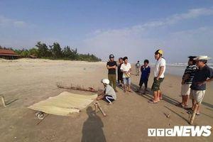 Phát hiện thi thể phân hủy nặng trôi dạt vào bờ biển Quảng Nam
